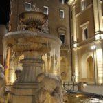 Fontana dei Delfini e Palazzo Comunale - Ph: Massimo Renzi